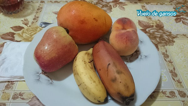 Manzana de Israel,mango,durazno,plátano de la selva y manzanito